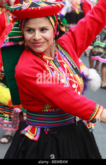 Germany Berlin Carnival of Cultures Bolivian woman in traditional dress - Stock-Bilder