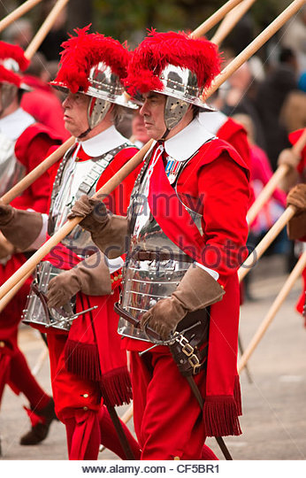 Pikemen of the Honourable Artillery Company in the procession at the Lord Mayor's Show in the City of London. - Stock Image