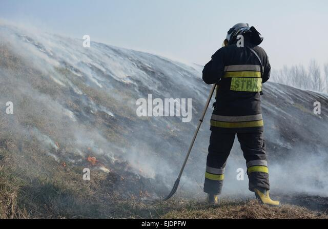 Polish fire fighters battle a brush fire threatening a small town on the outskirts of Warsaw, Poland. - Stock Image