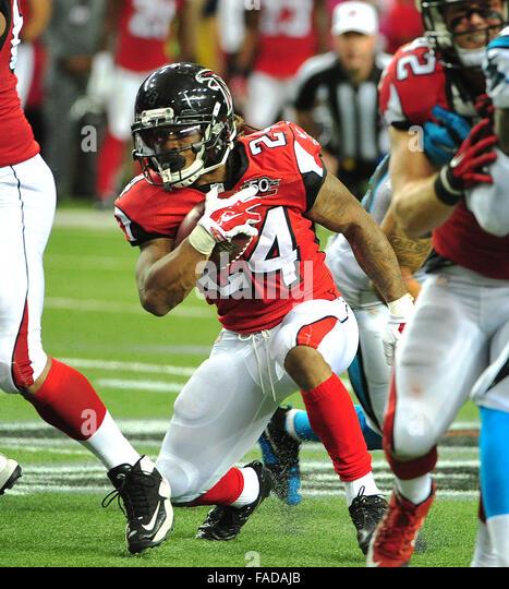 Atlanta, Georgia, USA. 27th Dec, 2015. Atlanta Falcons RB Devonta Freeman (#24) in action during NFL game between - Stock Image
