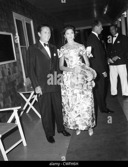Mr and Mrs Igor Cassini at the Midsummer Hospital Ball, Southampton, NY,  1958 - Stock Image