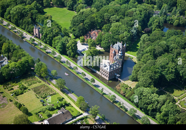 The Netherlands, Breukelen, Castle called Nyenrode along the river Vecht. Location of Nyenrode Business University. - Stock Image