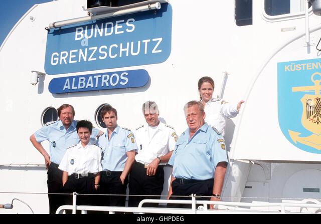 Die Küstenwache Auf der 'Nordlynd' herrscht Kapitän Schmitt mit harter Hand über ein Gruppe - Stock Image