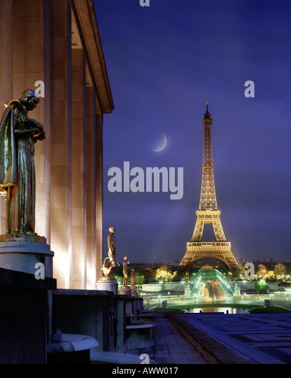 FR - PARIS: Eiffel Tower by night seen from Palais de Caillot - Stock Image
