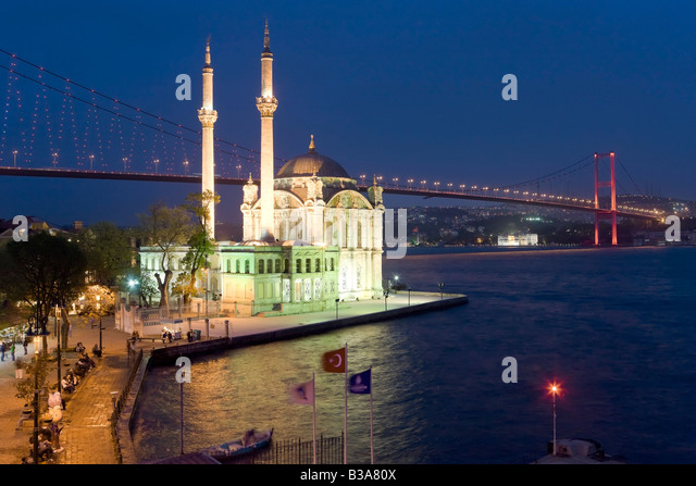 Bosphorous river Bridge and Ortakoy Camii Mosque (Buyuk Mecidiye Camii), Ortakoy district, Istanbul, Turkey - Stock Image