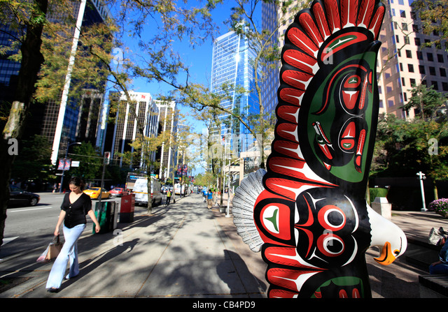 Native artwork in downtown Vancouver BC. - Stock Image