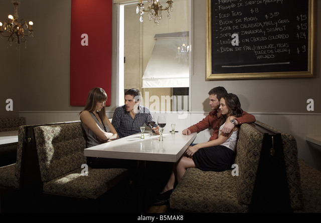 Heated discussion over drinks. - Stock Image