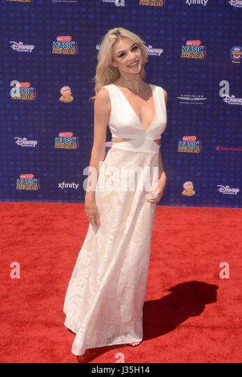 Kristen Hancher at arrivals for Radio Disney Music Awards - ARRIVALS, Microsoft Theater, Los Angeles, CA April 29, - Stock-Bilder