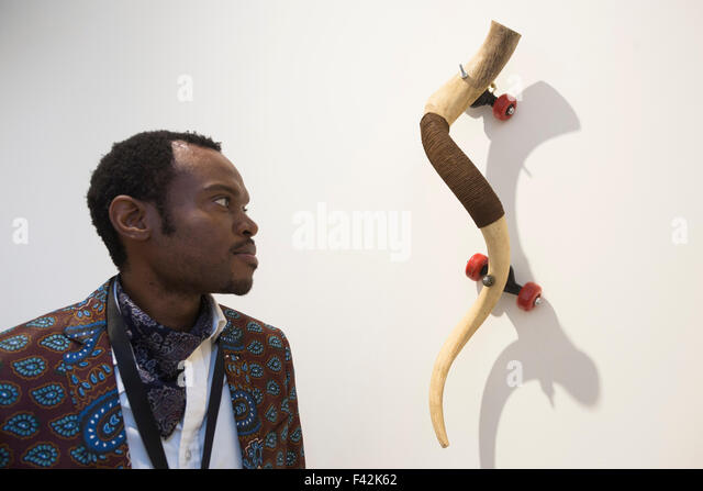 London, UK. 14/10/2015. A gallerist looks at the Zoomorphic I artwork by Masimba Hwati. Press preview of the 1:54 - Stock Image