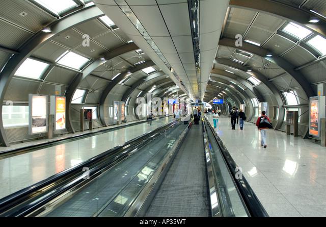 Moving walkway at the Intercity station at Frankfurt Airport, Frankfurt, Hesse, Germany - Stock-Bilder