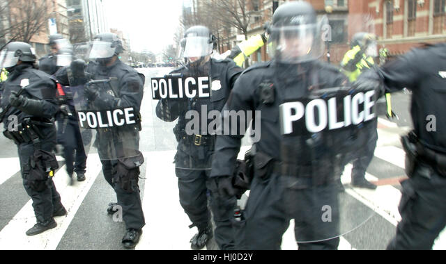 Washington, USA. 20th Jan, 2017. Police and demonstrators clash in downtown Washington  following the inauguration - Stock Image
