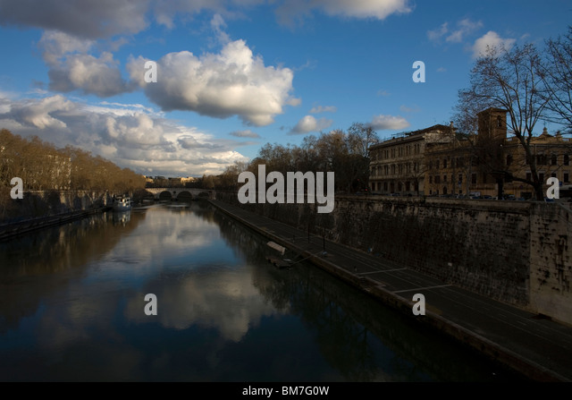 Rome's Tiber River, March 9, 2008. Photo/Chico Sanchez - Stock Image