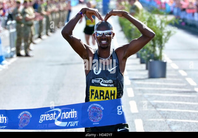 Mo Farha crossing the line in first place at the Great North Run 2016. - Stock Image