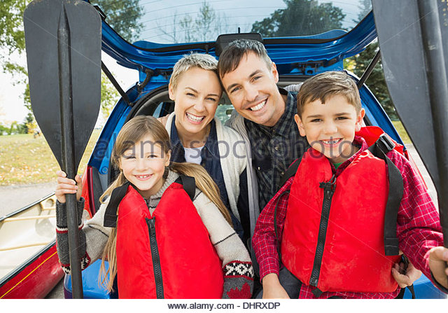 Family ready for canoe trip - Stock Image