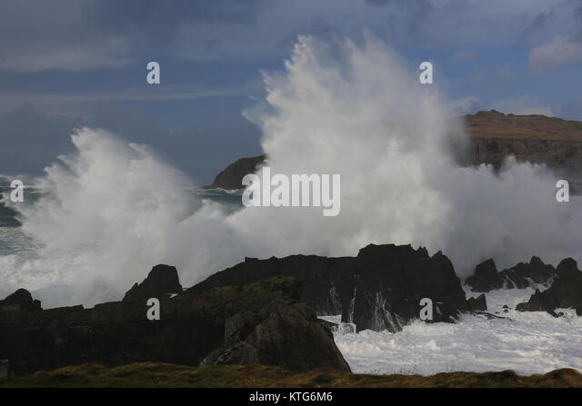 Large waves smashing against the shoreline in Ireland - Stock Image