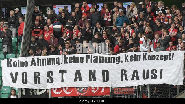 Wolfsburg, Germany. 14th May, 2016. Stuttgart's fans holding up a banner reading 'Kein Ahnung, keine Planung, - Stock-Bilder