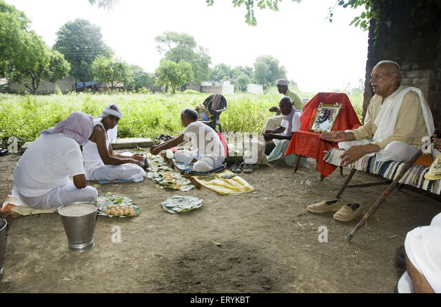last rites of indian dead Death and burial customs in the hindu traditions provide a structure for   according to most hindu texts, the last rites can only be performed by a male  in  india, exceptions to this may be made, given the circumstances of the.