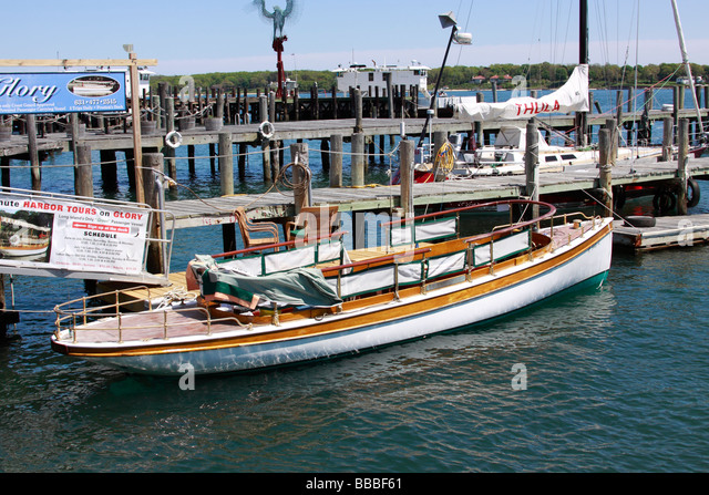 Boat charter stock photos boat charter stock images alamy for Charter fishing boats long island