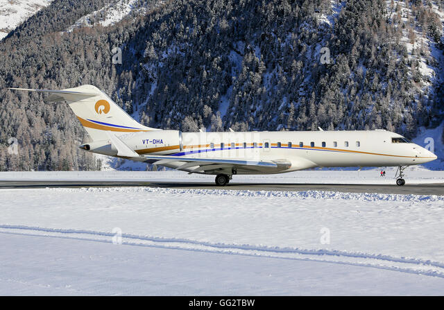 Businessjet far away from his homebase at Engadin Airport in Samedan/Switzerland 03.01.2016 - Stock-Bilder