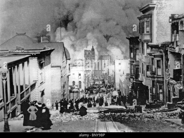 SAN FRANCISCO EARTHQUAKE 18 April 1906. Arnold Genthe's famous photograph looking towards the fire on Sacramento - Stock Image