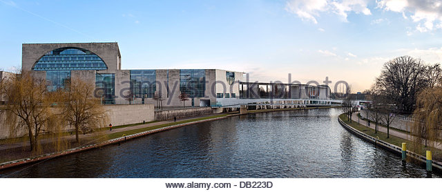 View from the Moltke Bridge across the River Spree at the Government Quarter of Berlin, Germany - Stock-Bilder