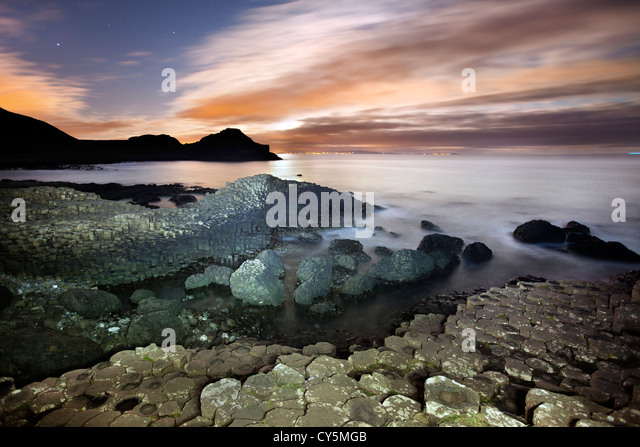 The Giants Causeway at night - Stock-Bilder