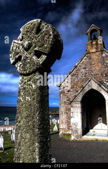 Barnoon Chapel , Celtic cross And Graveyard, with blue summer sky , St Ives Cornwall seaside town - Stock Image