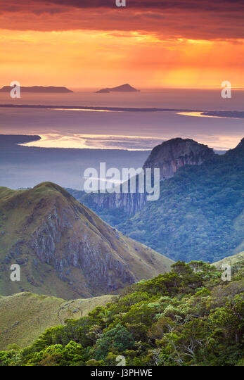 Early morning in Altos de Campana national park, Pacific slope, Republic of Panama. In the background is Punta Chame - Stock-Bilder