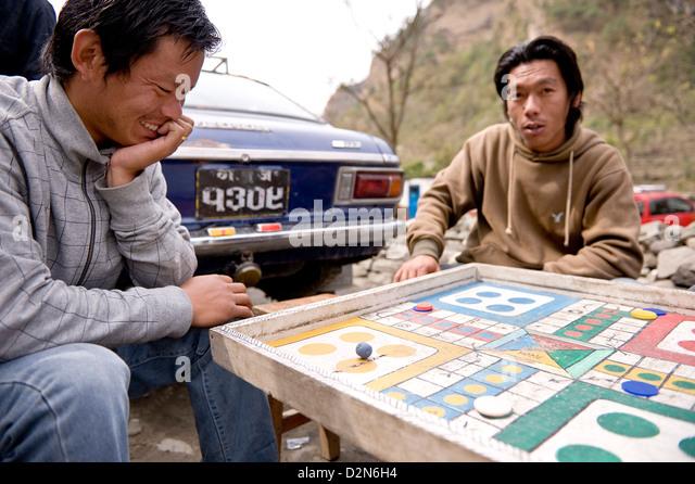 Gentlemen playing Ludo, Naya Pul, Annapruna Himal, Nepal, Asia - Stock Image