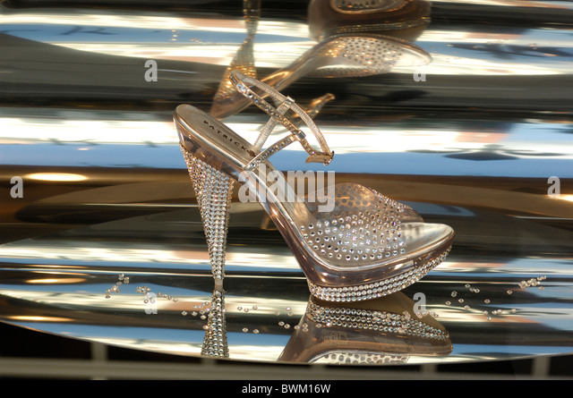 UK London Patrick Cox Shoe Store Sloane Street Chelsea Great Britain Europe England shop pump pumps stilet - Stock Image