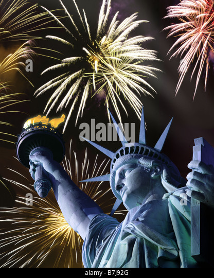 USA - NEW YORK: Statue of Liberty and fireworks - Stock Image