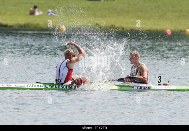 Segrat, Italy. 22nd Aug, 2015. Max Rendschmidt (L) and Marcus Gross of Germany celebrate after winning gold in the - Stock-Bilder