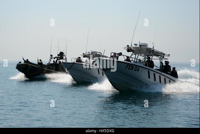 U.S. Navy Sailors and Guatemalan Navy special forces practice tactical formations during Southern Partnership Station - Stock Image