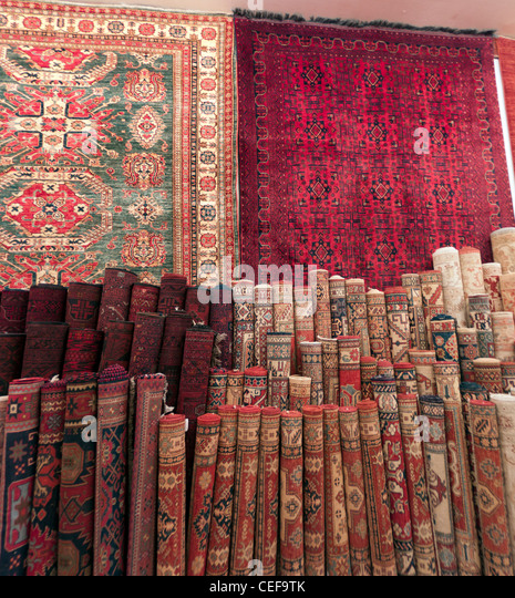 Persian rugs being sold in a Riyadh shop - Stock Image