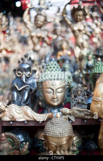 Bronze masks stock photos bronze masks stock images alamy for Jardin gris voodoo shop conyers