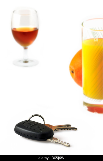 Car key, non-alcoholic soft drink and alcohol as conceptual subjects to illustrate responsible driving - Stock Image