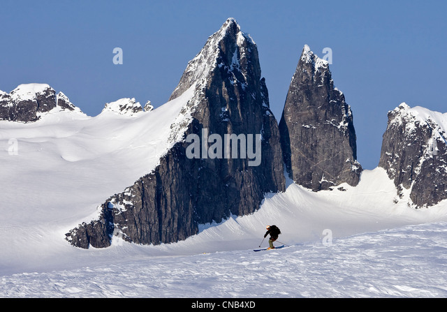 Alpine skiers on the Juneau Ice Field with Rhino Peak in the background, Juneau, Southeast Alaska, Winter - Stock Image