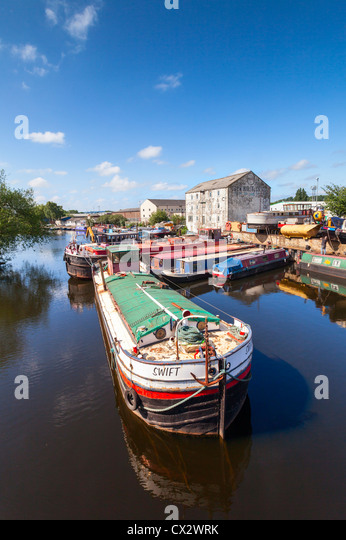 An old barge on the canal at Wakefield, West Yorkshire, England - Stock-Bilder