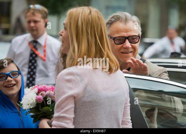 Karlovy Vary, Czech Republic. 9th July, 2015. U.S. actor Harvey Keitel, right, smiles after his arrival to Grandhotel - Stock-Bilder