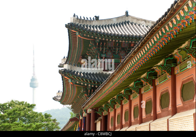 Old and new buildings in the center of Seoul. - Stock Image