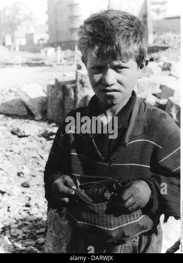 postwar period, people, children, boy collecting coal in his pullover, 1947, foraging, misery, adversity, Germany, - Stock Image