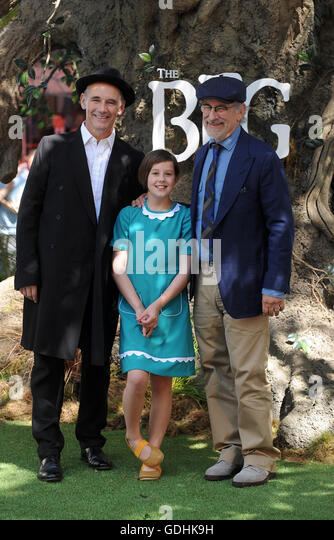 London, UK. 17th July, 2016. Mark Rylance, Ruby Barnhill and Steven Spielberg attend the UK Premiere of 'The - Stock-Bilder