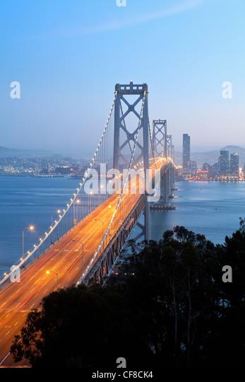 USA, California, San Francisco, Oakland Bay Bridge at dusk and City Skyline - Stock Image