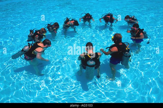 Scuba Diver In Swimming Pool Stock Photos Scuba Diver In Swimming Pool Stock Images Alamy