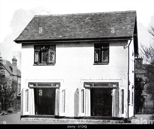 Photograph of a 1940s house suitable for expansion - Stock Image