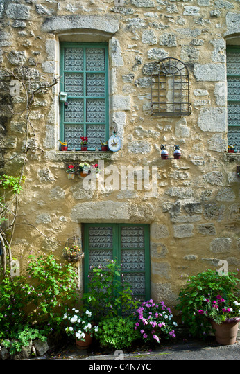 Traditional French house in quaint town of Castelmoron d'Albret in Bordeaux region, Gironde, France - Stock Image