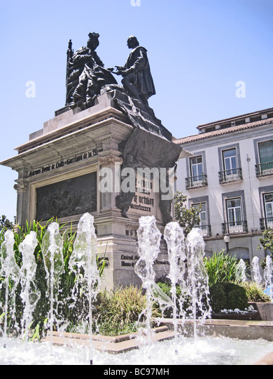 GRANADA, Spain. Statue of Queen Isabella and Columbus  in the Plaza Isabel Catolica - Stock-Bilder