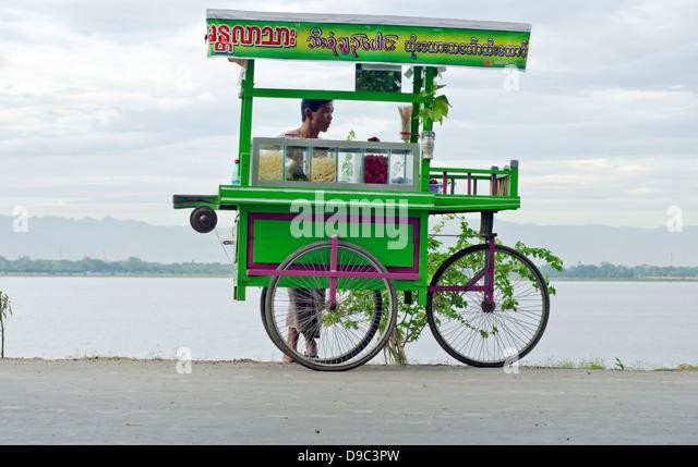 Sweets vendor,U-bein bridge,Amarapura,Burma - Stock-Bilder