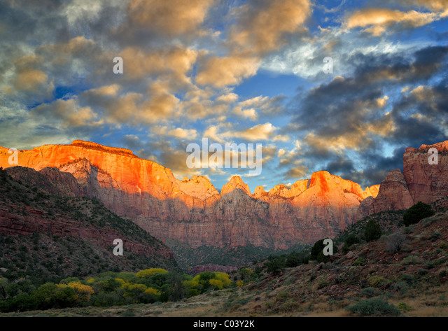 Temple and Towers of the Virgin. Zion National Park, Utah. A sky has been added. - Stock-Bilder