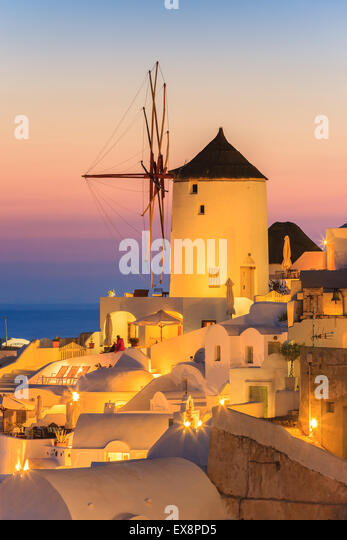 The town of Oia during sunset on Santorini, one of the Cyclades islands in Aegean Sea, Greece. - Stock-Bilder